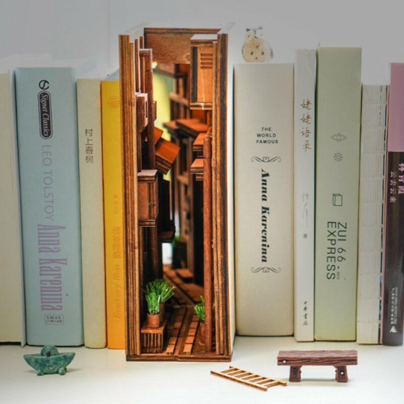 H7fb29fa2368841518a9ee6880a930525lStreet Rear Lane Miniature Booknook